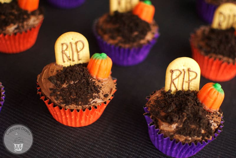 Graveyard Cupcakes (30 Days of Halloween 2014 - Day 1)