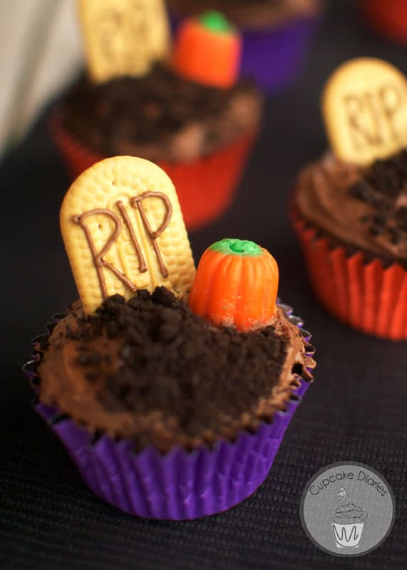 Graveyard Cupcakes 30 Days Of Halloween Day 1