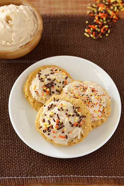 Soft-Pumpkin-Sugar-Cookies-With-Cinnamon-Frosting-8759