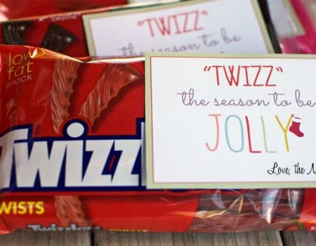 Easy Twizzlers Holiday Neighbor Gift {FREE Printable Tag!}