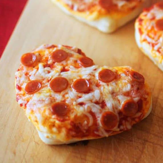 Mini Heart Pizzas - Perfect dinner idea for Valentine's Day!