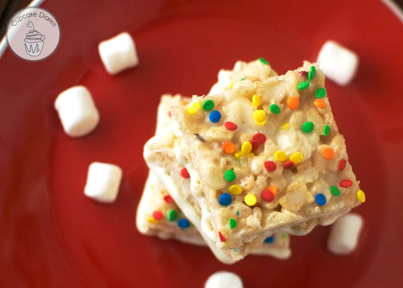 Funfetti Krispy Treats - A chewy, marshmallowy treat that tastes like a party!  Perfect to serve at any birthday party.