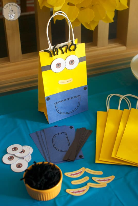 Minion birthday party with free printables for Bag decoration games