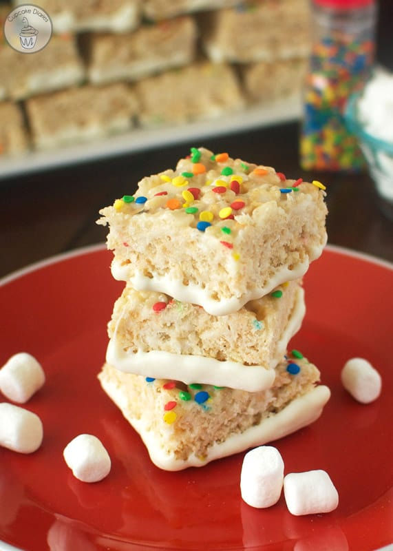 Funfetti Krispy Treats - A perfectly chewy treat full of funfetti flavor! A perfect dessert option for a birthday party.