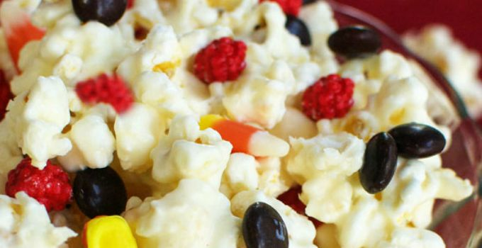 Gryffindor Popcorn - This sweet popcorn is the perfect treat to serve at a Harry Potter party!