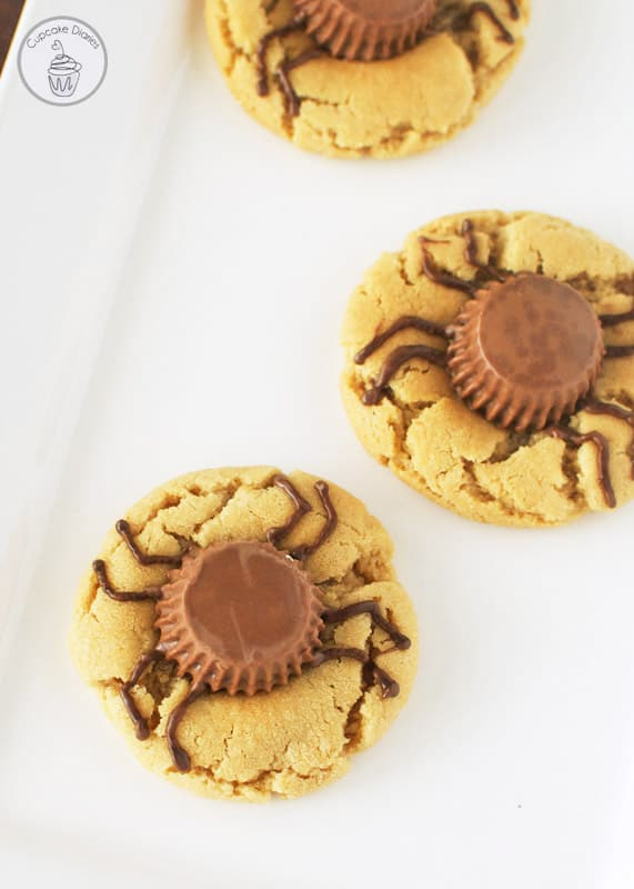 Peanut Butter Cup Spider Cookies - Perfectly chewy peanut butter cookies for Halloween!
