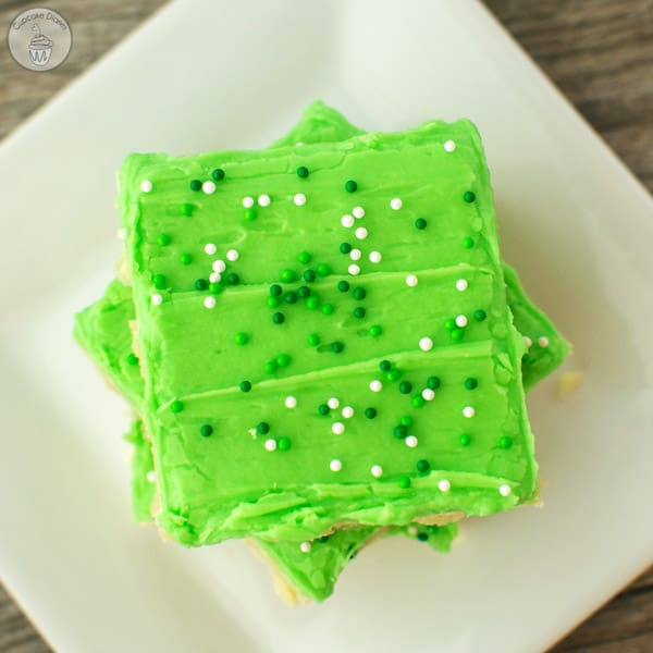 St. Patrick's Day Sugar Cookie Bars - the perfect treat for St. Patrick's Day! Recipe at www.overthebigmoon.com!