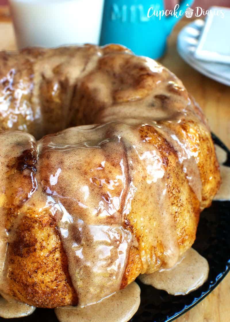 Cinnamon Bun Pull Apart Cake