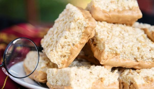 This is the treat for Harry Potter fans! Butterbeer Krispy Treats are so chewy and full of that butterbeer flavor. Perfect for a Harry Potter party!