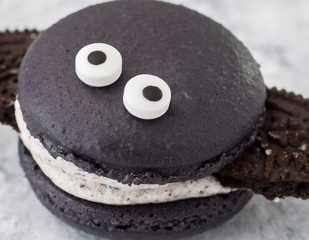Cookies and Cream Macaron Bats – 30 Days of Halloween 2017: Day 29