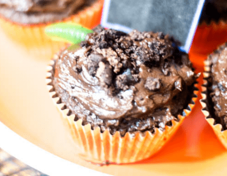Dirt and Worms Cupcakes – 30 Days of Halloween 2017: Day 10