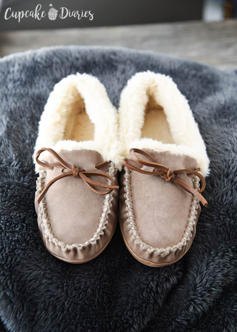 Slippers and Throw for Pregnancy