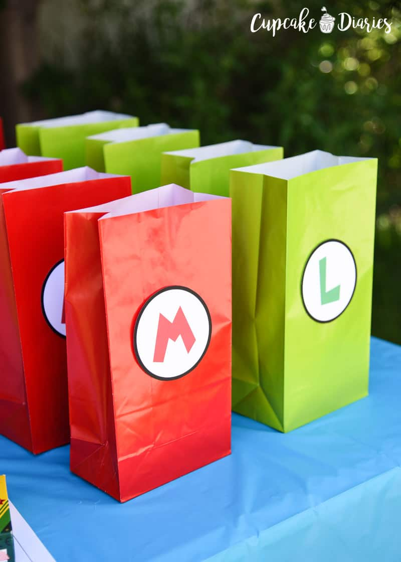 Every birthday party needs a goody bag! This Super Mario Bros. birthday party goody bag is so easy to put together.