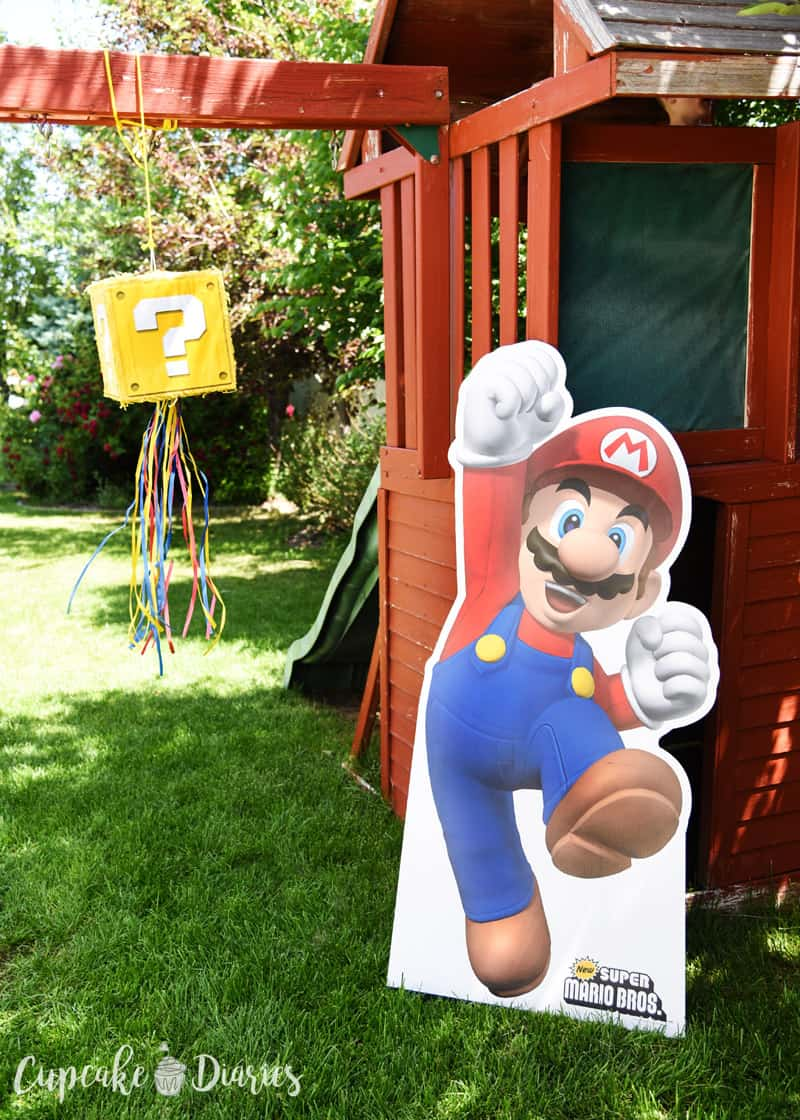 Super Mario Bros. is such a fun theme for a birthday party! So many ideas for an entire party in this one post.