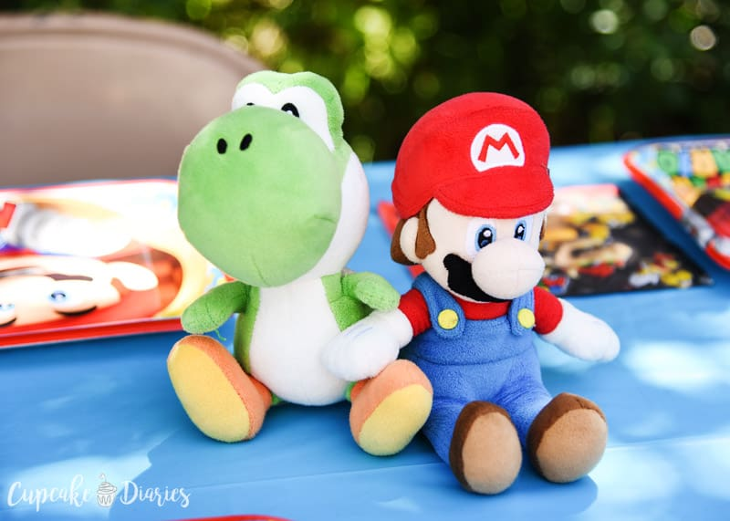 So many easy ideas for a Super Mario Bros. birthday party!