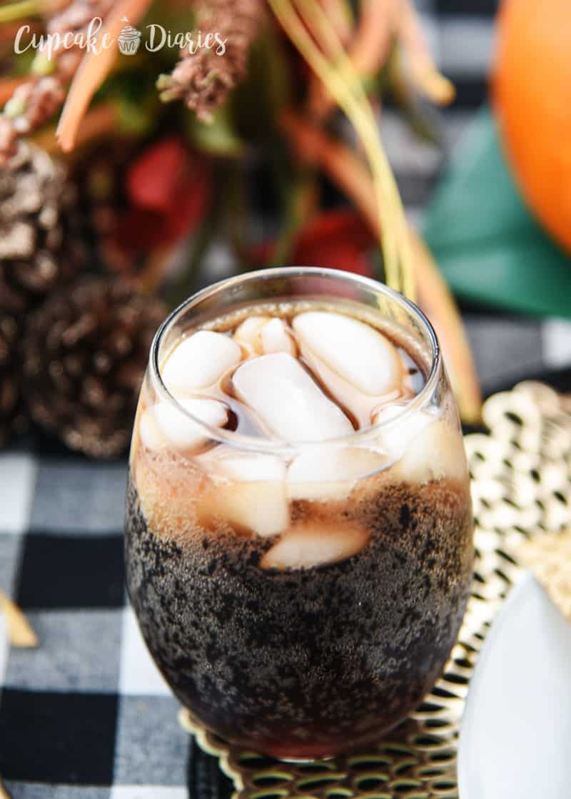 Cranberry Vanilla Coke-Tail: A perfectly delicious soda drink for a Friendsgiving!