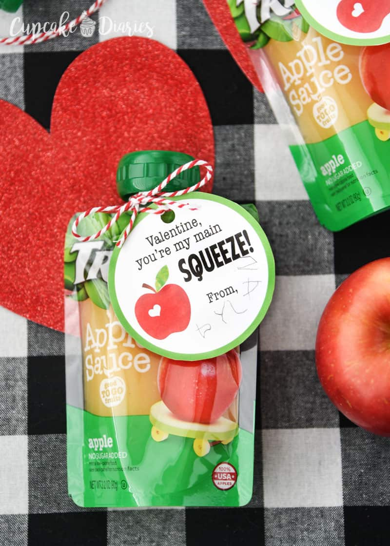 Super cute Applesauce Valentines for preschoolers and elementary school kids!