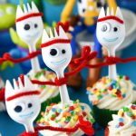 If you're planning a Toy Story 4 birthday party, Forky Cupcakes will be the perfect dessert!