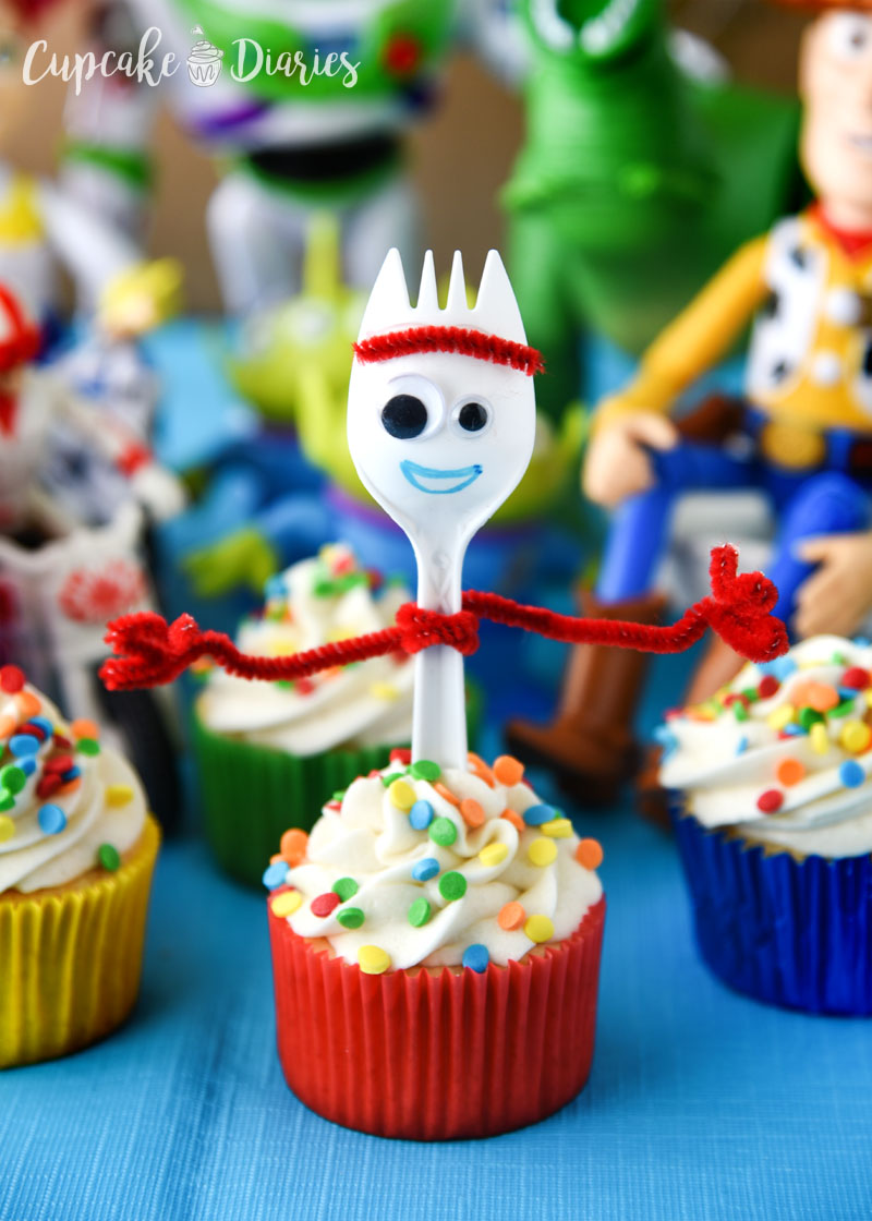 Forky Cupcakes - A Toy Story 4 recipe that the kids will love at a birthday party!