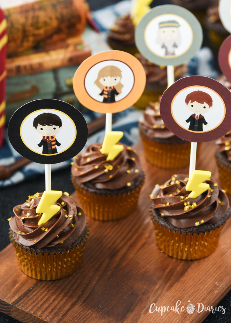 Harry Potter Cupcakes with Free Printable Toppers are so fun and easy to make! They're great for any Harry Potter party.