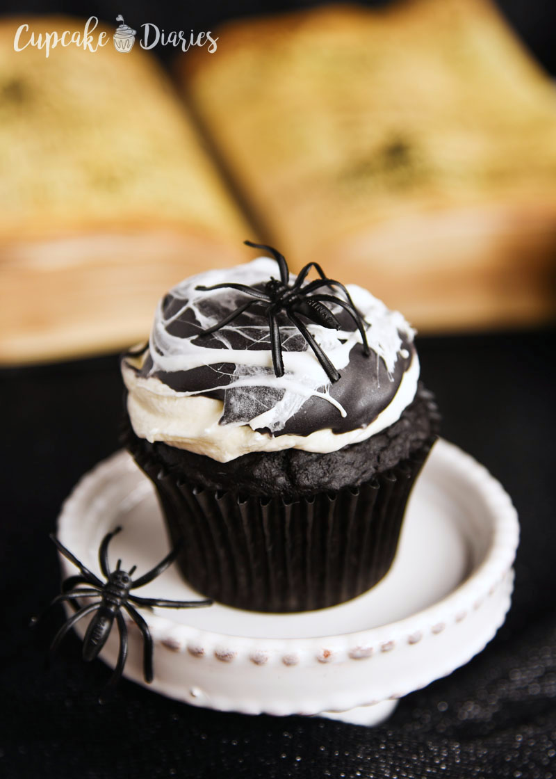 Spiderweb Cupcakes - Who knew a spider web could taste so good?