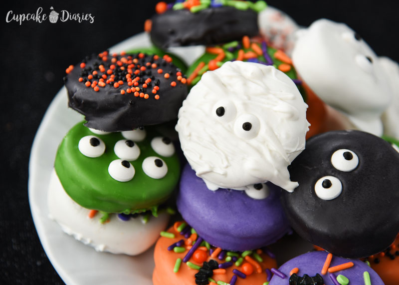 Halloween Dipped Oreos are just about as fun as you can get when it comes to cute and creepy treats! The bright colors are so fun and festive.