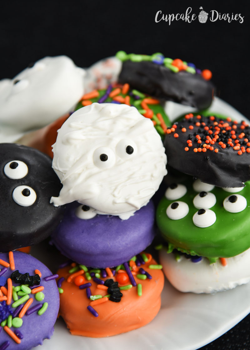 Halloween Dipped Oreos are colorful, bright, and so fun!