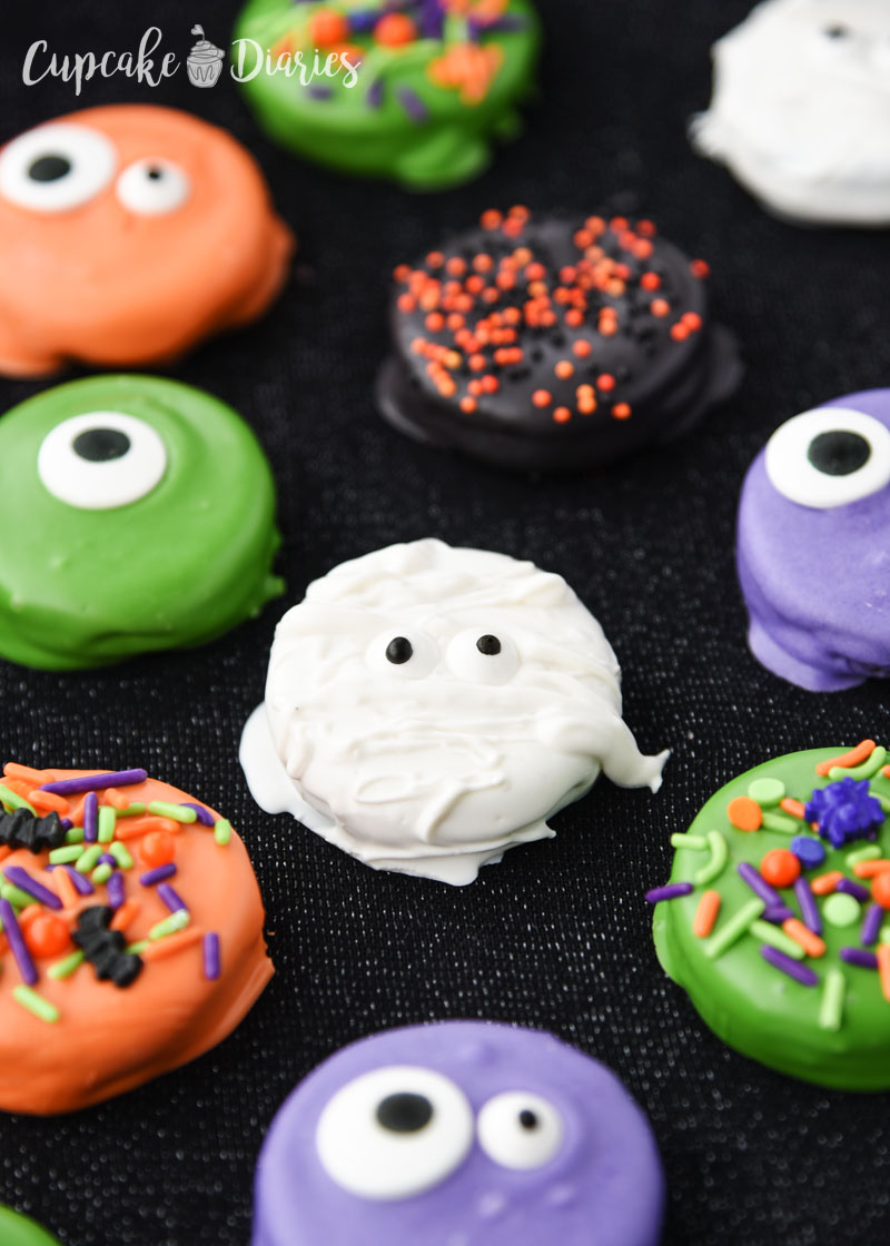 Fun and spooky Halloween Dipped Oreos are so easy to make and really great for the neighbors!