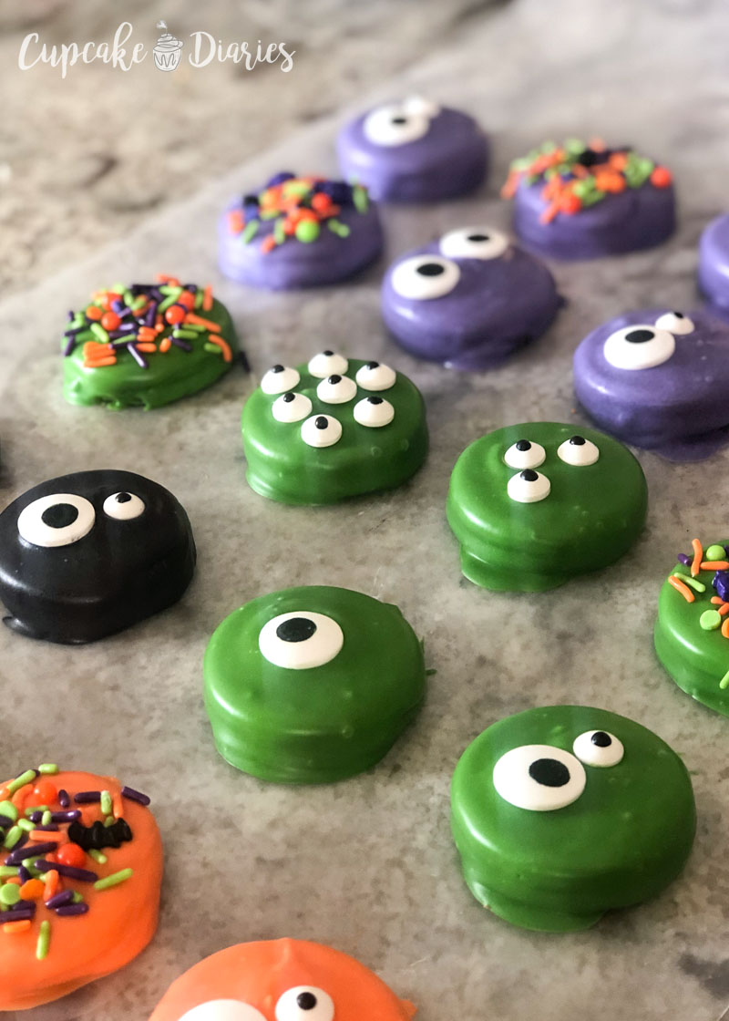 The hardest part of letting these Halloween Dipped Oreos is letting them dry!