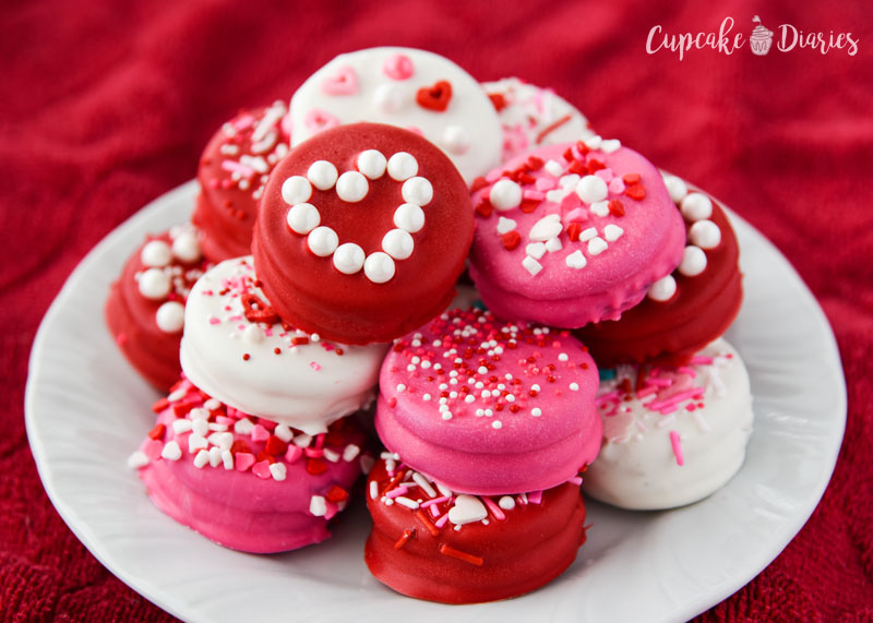 Pink, red, and white are perfect colors for Valentine's Day Dipped Oreos!