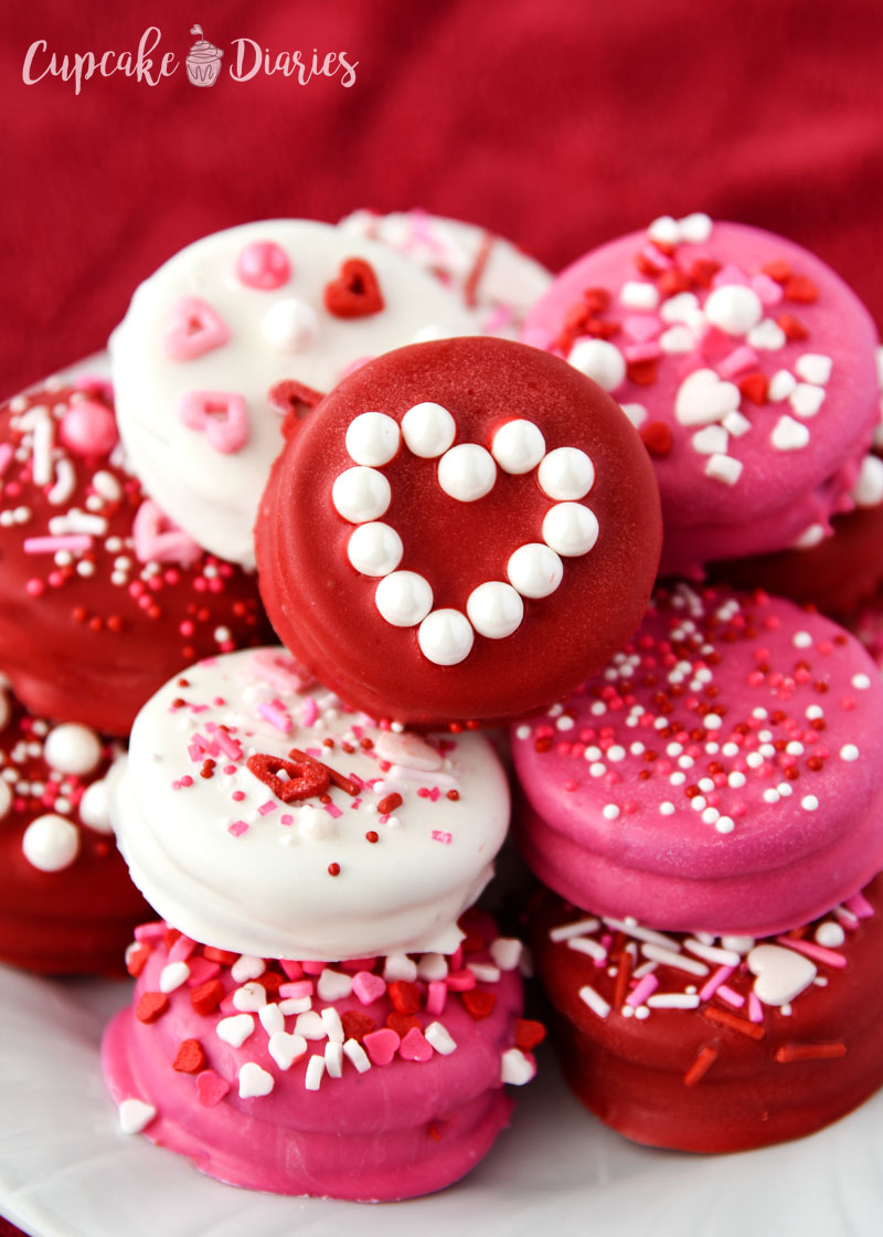 Give your valentine the gift of dipped Oreos!