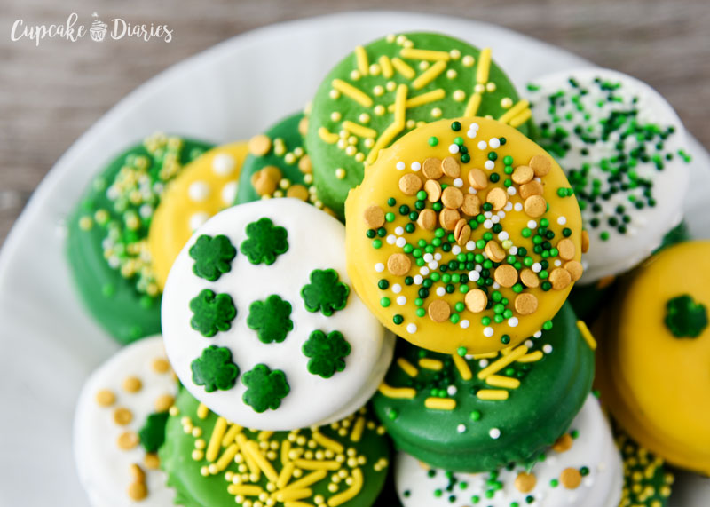Dipped Oreos are really fun for any holiday! I love the colors of these St. Patrick's Day cookies.