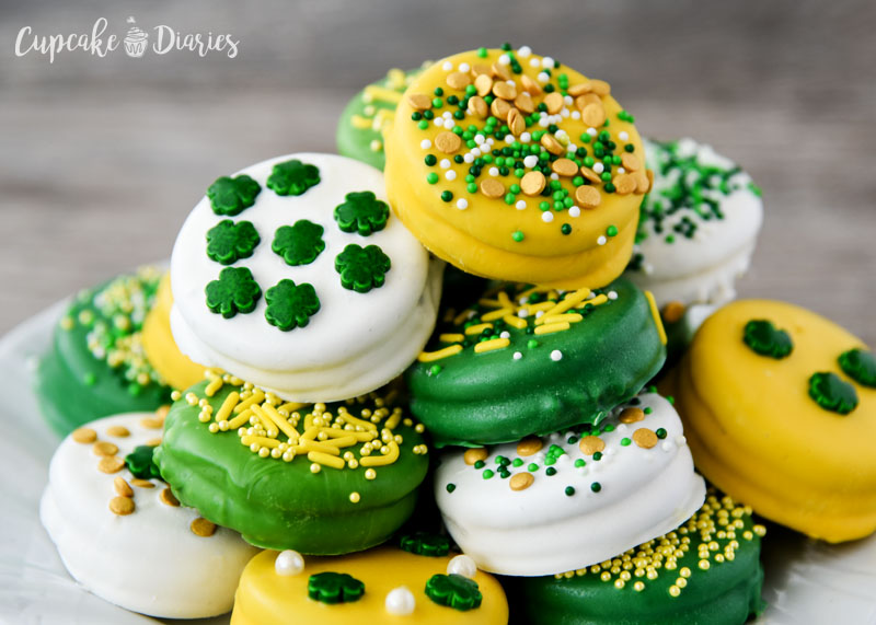 St. Patrick's Day looks really good on these dipped Oreos!