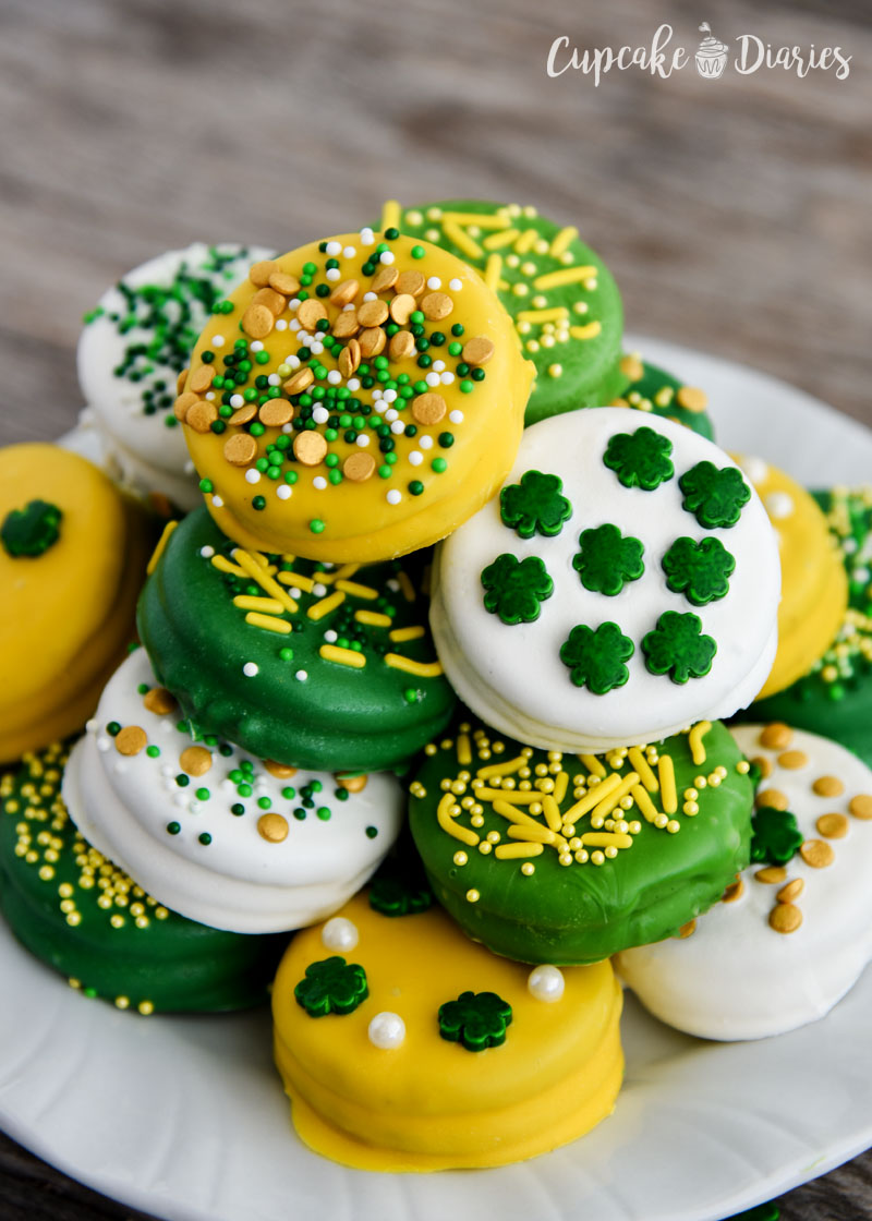 Oreo cookies look pretty great dipped for St. Patrick's Day!