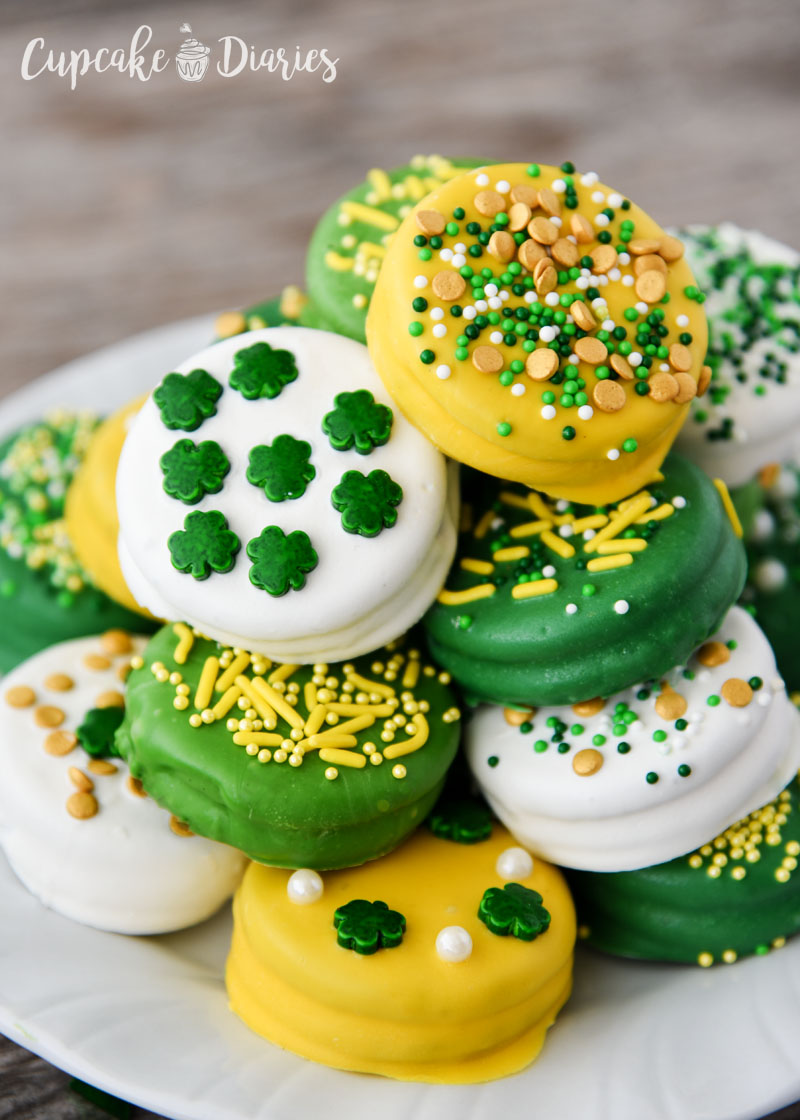 You can make festive and pretty dipped Oreos for St. Patrick's Day in just minutes!