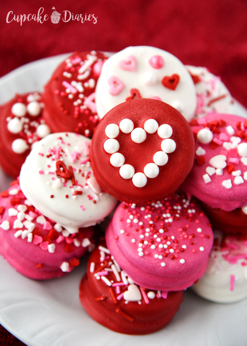Dipped Oreos make the perfect gift for Valentine's Day!