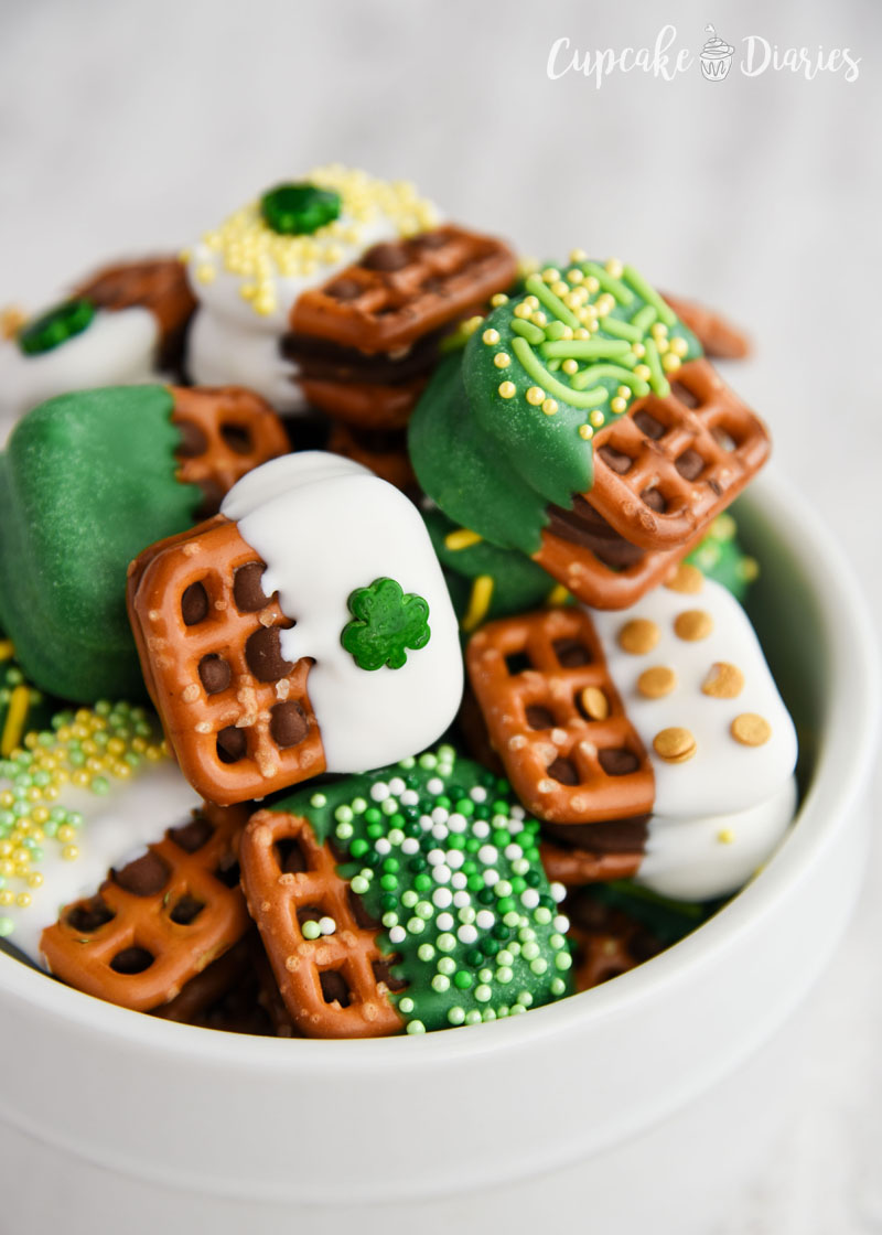 Caramel Pretzel Bites for St. Patrick's Day - So easy to make and fun to give to friends and family!