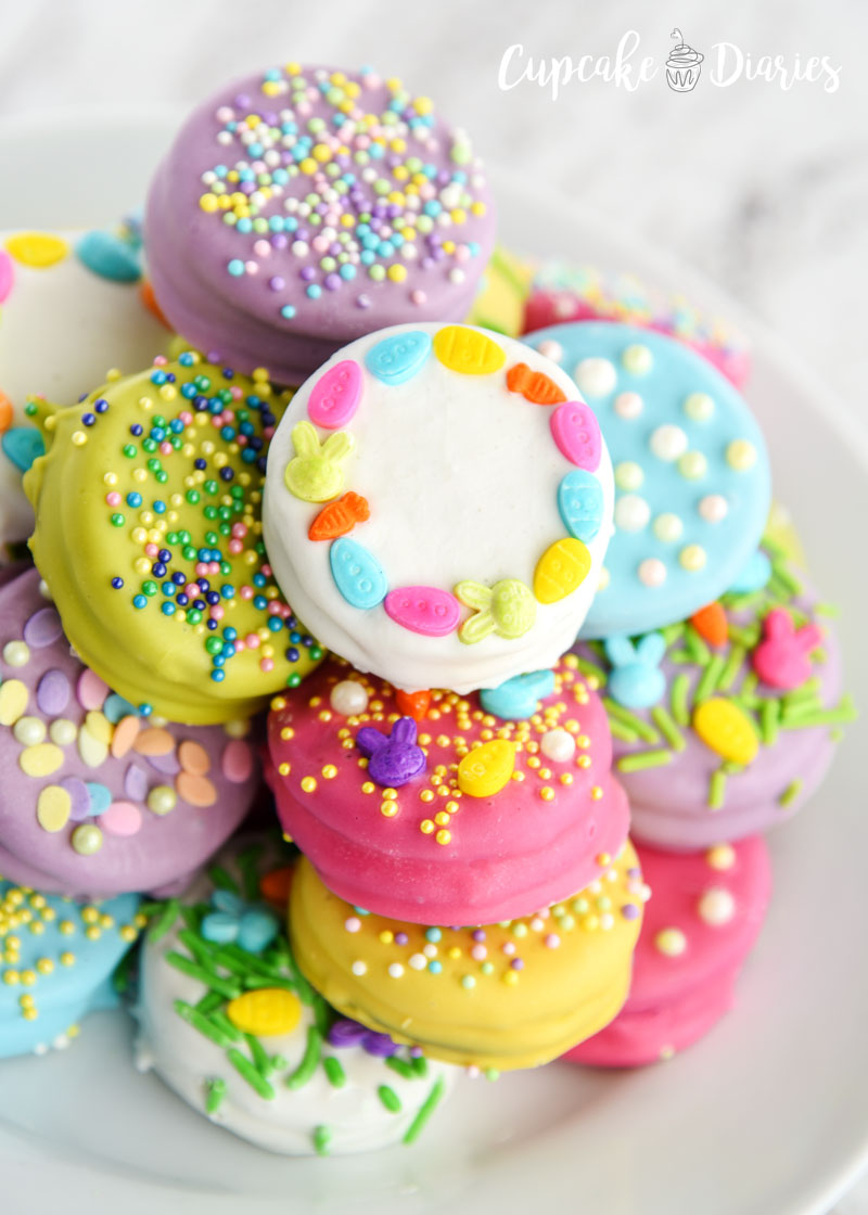 Dipped Oreos look so pretty with Easter colors and decorations!
