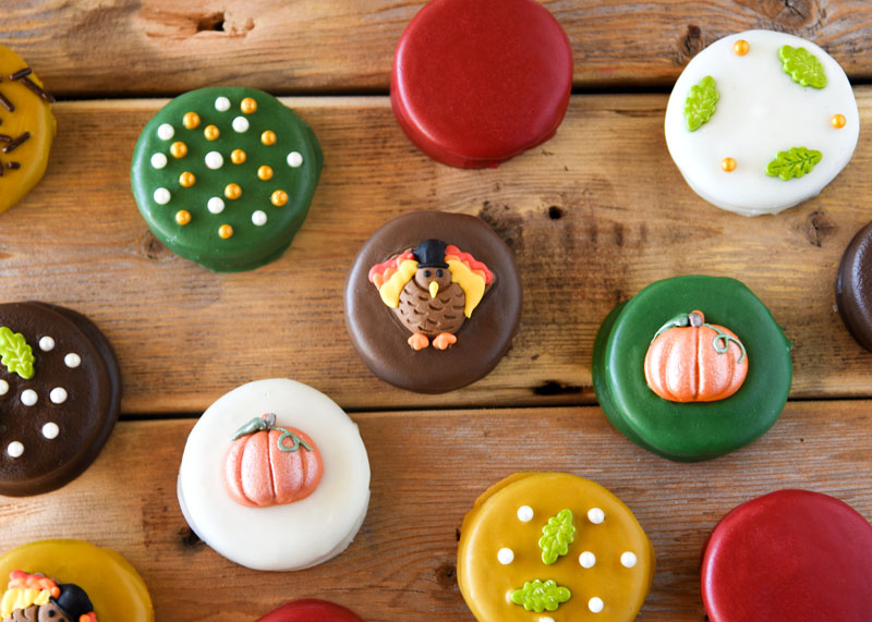 The decorating possibilities are endless when it comes to these delightful Dipped Oreos for Thanksgiving!