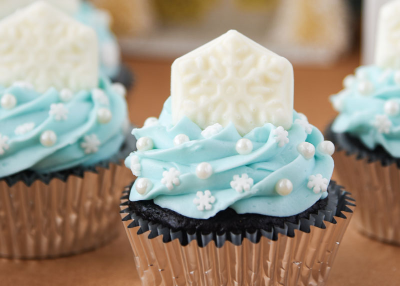 Beautiful Snowflake Cupcakes for a snowy day!
